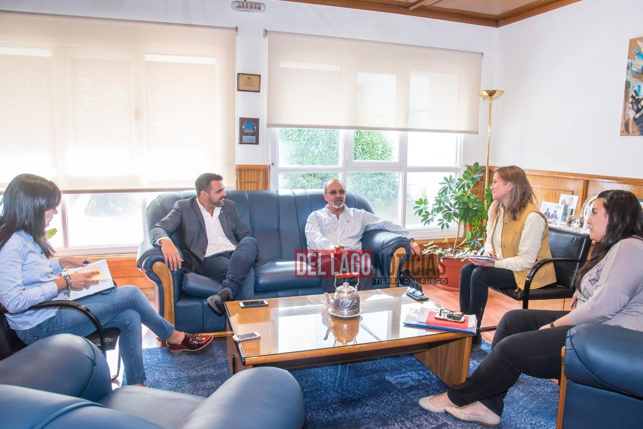El intendente se reuni con el ministro de salud de la for Cabine del lago vuoto
