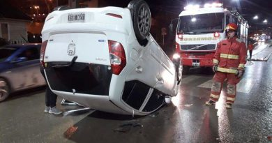USHUAIA: Choque y vuelco con heridos