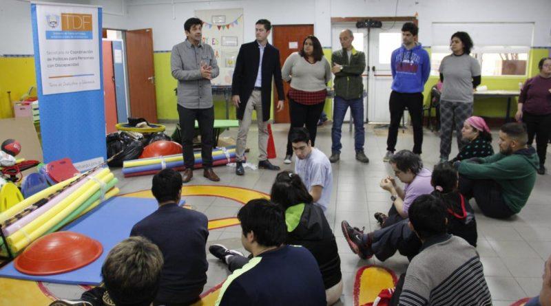 GOBIERNO REALIZÓ ENTREGA DE MATERIALES DEPORTIVOS AL CAAD Y ARDEA