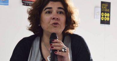Para la concejal González «a la gente no le causa gracia que se informe el destino de la provincia por whats app»