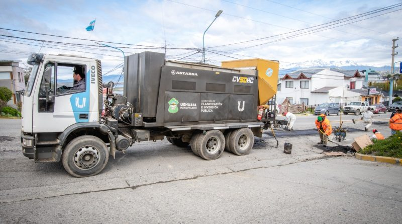 TRABAJOS DE BACHEO Y PAVIMENTACIÓN EN AVENIDA MAGALLANES
