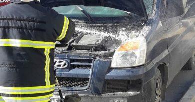 Rio Grande: Principio de incendio en el motor de una camioneta