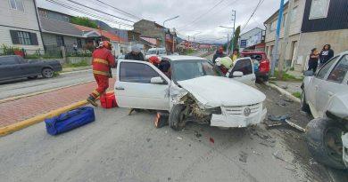 USHUAIA: Un joven conductor provocó un triple choque