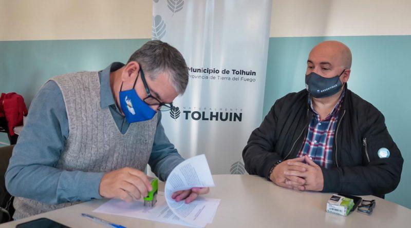 EL MUNICIPIO DE TOLHUIN FIRMÓ UN CONVENIO CON UPCN PARA LA RADICACIÓN DEL GREMIO EN TOLHUIN