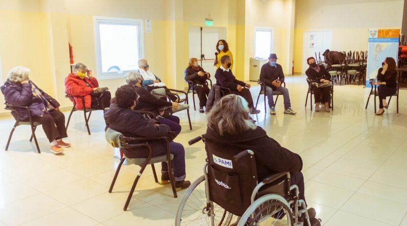 Salud organiza talleres de estimulación de las funciones cognitivas para los adultos mayores