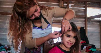 Jornada Solidaria: Realizaron cortes de pelo en merenderos de Tolhuin