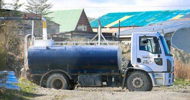 Vecinos reclaman por la falta de reparto de agua en Tolhuin